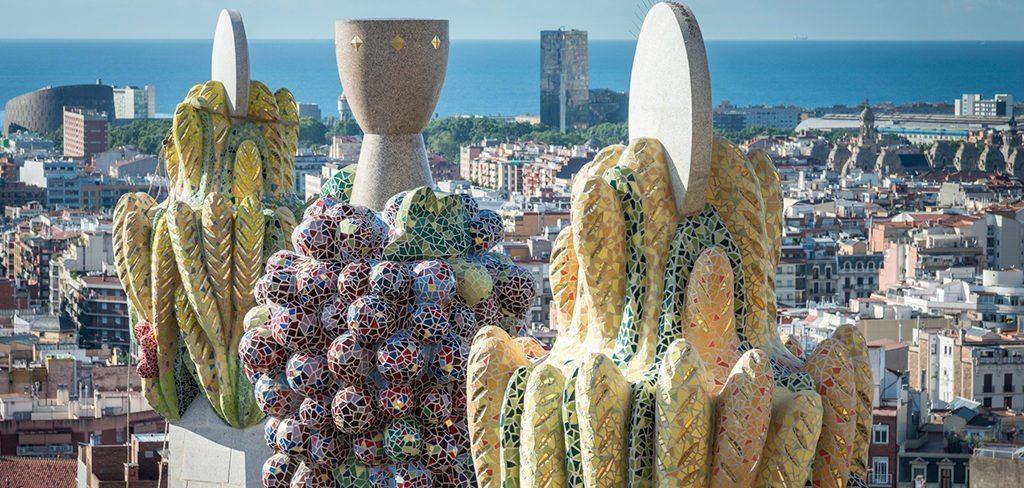 Trencadis trencadís mosaic, hallmark of gaudí - blog sagrada família