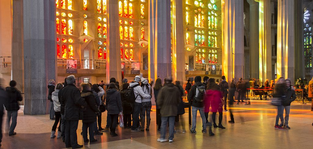 The Sagrada Famíliau0027s Stained Glass Windows: Captivating Light
